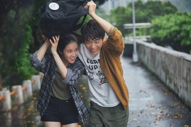 韋禮安(右)和程予希在MV裡有不少親密戲。(The Orchard)
