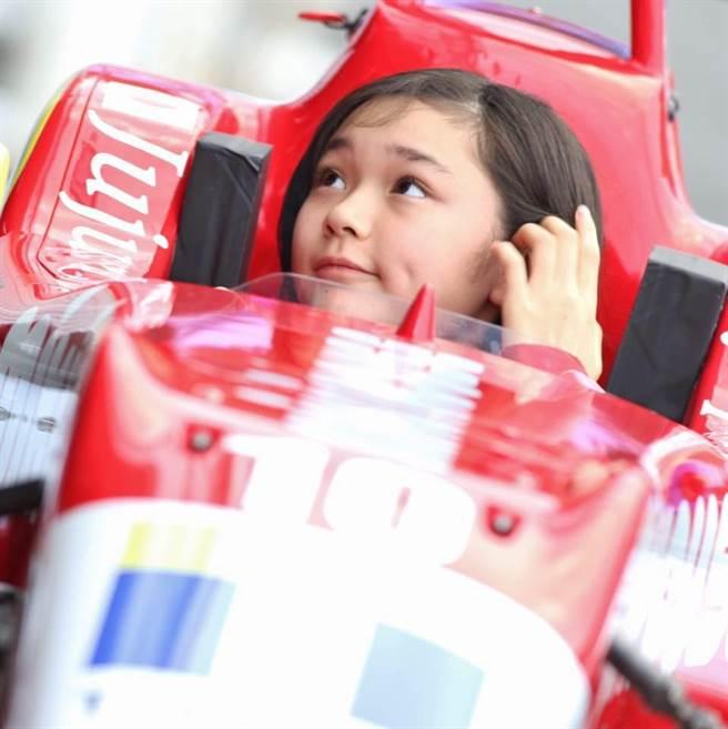 賽車美少女野田樹潤的老爸是日本F1傳奇賽車手野田英樹。(取自野田樹潤臉書)