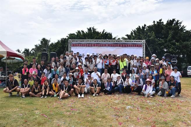 因應社工日,花蓮新天堂樂園開心部落有一場「世界社工日宣導活動暨園遊會」,肯定原民社工服務的貢獻。(羅亦晽攝)
