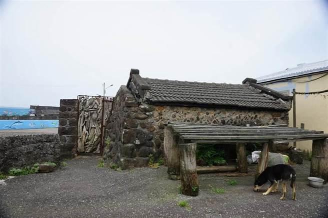 新北市貢寮區馬崗、卯澳村的石頭屋聚落,反應了東北角獨特的文化價值。(資料照,李永萍辦公室提供/吳康瑋新北傳真)