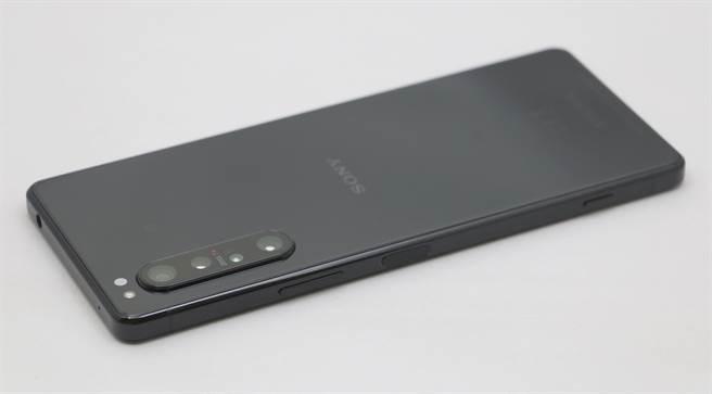 Sony Xperia 1 II機身照(3)。(黃慧雯攝)