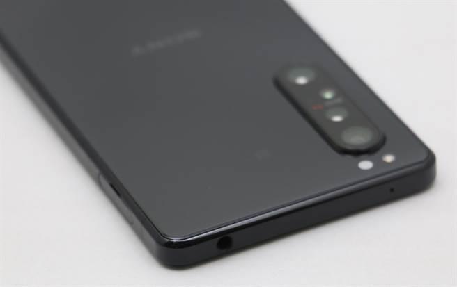 Sony Xperia 1 II機身照(4)。(黃慧雯攝)