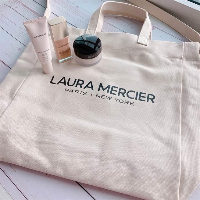 蘿拉蜜思官網推出滿額贈活動,消費滿NT3,000元可獲得「夏日蘿拉海灘兩用包」。(圖/邱映慈攝影)