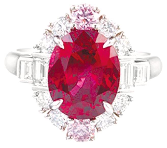 海瑞溫斯頓5.02克拉緬甸MOGOK產區的紅寶石戒指,約1億5663萬元。(Harry Winston提供)
