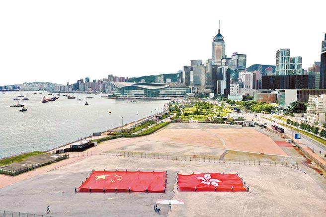 7月1日,香港各界慶典委員會在中環碼頭舉行大型「慶香港回歸 賀國安立法」活動。(中新社)