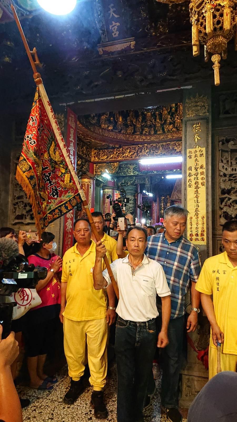白沙屯媽祖進香,7月1日深夜11點20分放頭旗,為活動揭開序幕。(白沙屯媽祖婆網站提供/巫靜婷苗栗傳真)