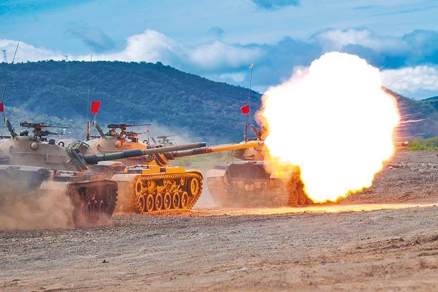 國軍漢光36號演習確定於7月13日至17日舉行實兵操演。圖為去年5月漢光35號演習進行聯合灘岸殲敵作戰實彈射擊。(軍聞社)