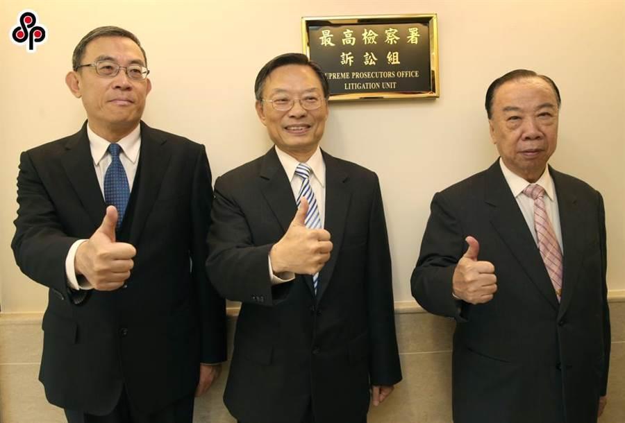 檢察總長江惠民(中間站立者)資料照片