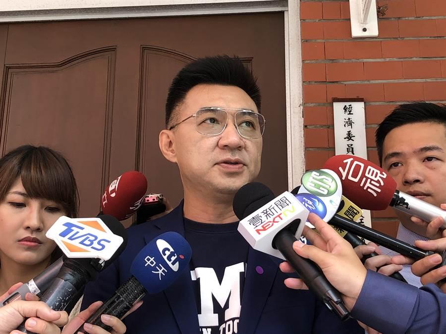 身兼國民黨主席的藍委江啟臣上午受訪。(趙婉淳攝)