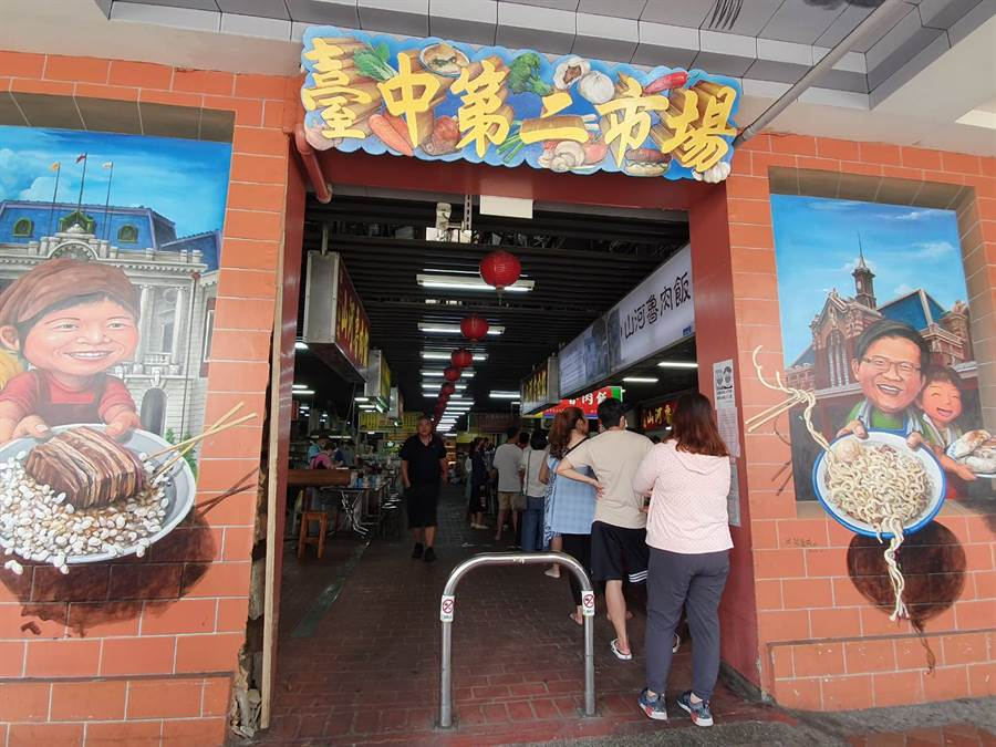 具有百年歷史的台中第二市場,匯集不少傳統美食攤販。(照片/游定剛 拍攝)