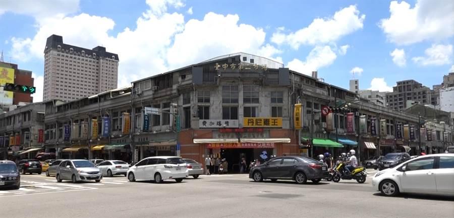 位於台中市中區三民路上的第二市場,日據時代是專賣高檔精品的市場。(照片/游定剛 拍攝)