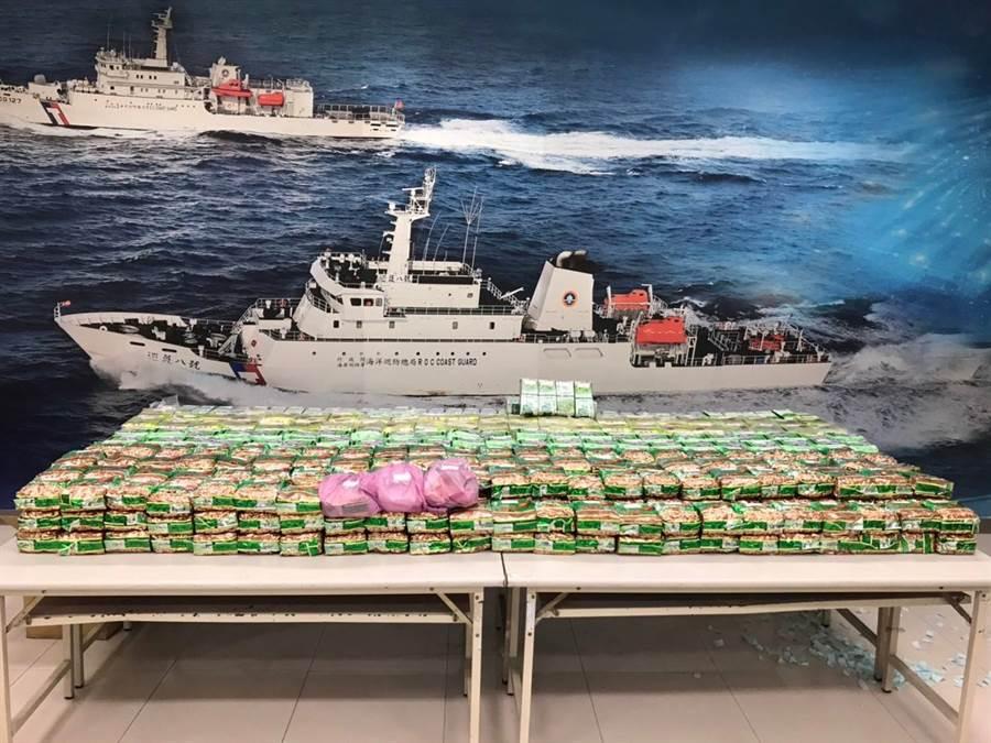 高雄地檢署破獲一起觀光船毒品走私案,查緝共761公斤,市價逾30億。(圖/海巡署提供)