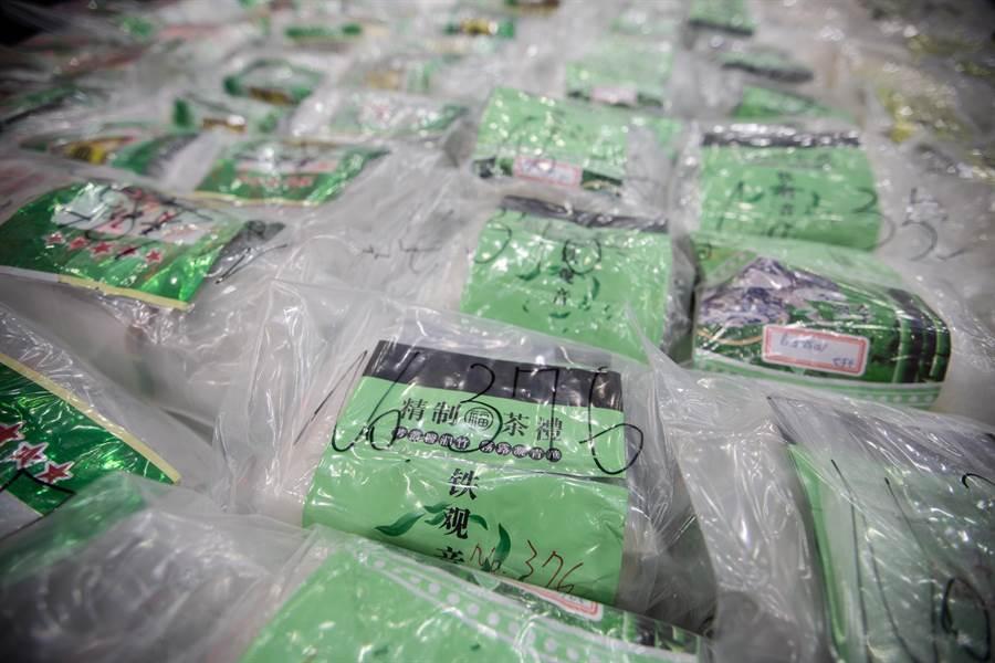 販毒集團將毒品以大陸茶葉包裝掩飾。(袁庭堯攝)