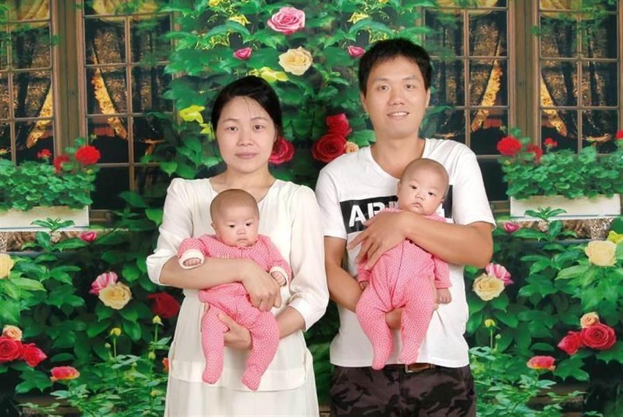 陳小姐(左)經慈濟醫院試管嬰兒治療方法,成功將胚胎植入子宮,今年3月順利產下「一心、一意」這對雙胞胎。(花蓮慈濟醫院提供/羅亦晽花蓮傳真)