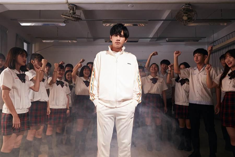 林孟辰加盟环球音乐,推出新歌〈毕业哥〉。(环球音乐提供)