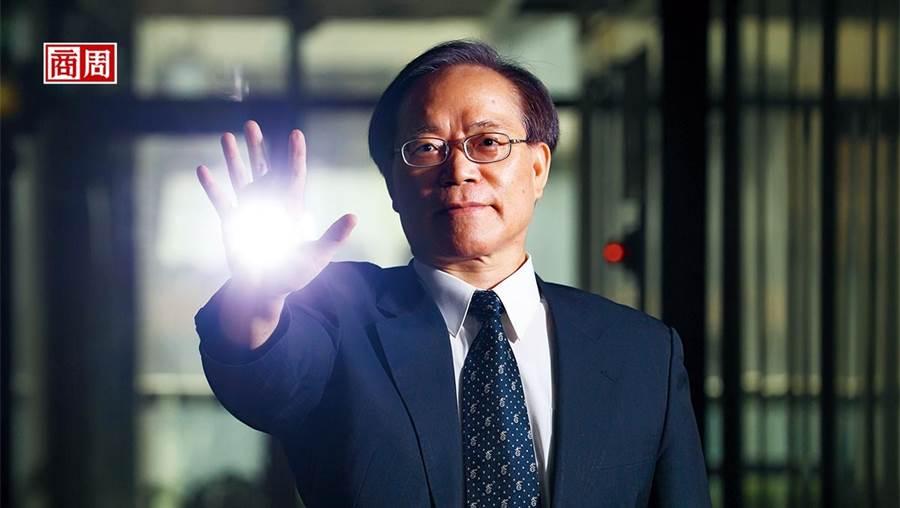 「5G時代到來!」中華電信董座謝繼茂搶先宣布開台,更將從賣訊號轉型賣服務,主攻企業用戶。(攝影者.楊文財)