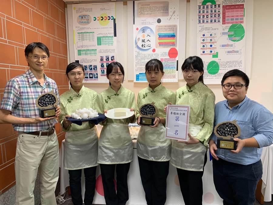 明德高中餐飲科學生用廢棄蛋殼製作豆腐,參加「全國高級中等學校專業群科專題及創意競賽」奪下第一名。(林欣儀攝)