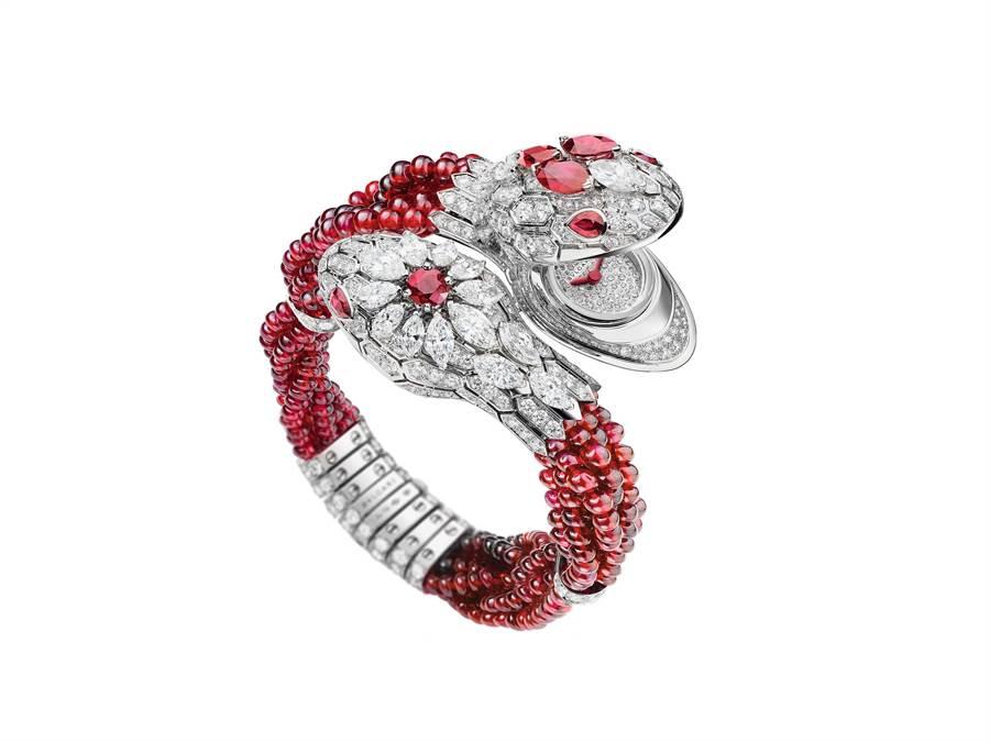BVLGARI Serpenti Misteriosi Intrecciati頂級珠寶神秘腕表紅寶石款,全球限量1只,價格店洽。(台北101提供)