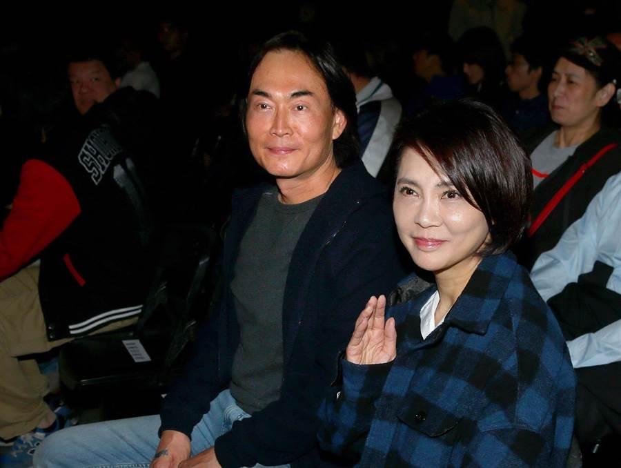 柴智屏(右)與男友崔震東是演藝圈資深金童玉女,過去經常形影不離一起出席活動。(資料照)