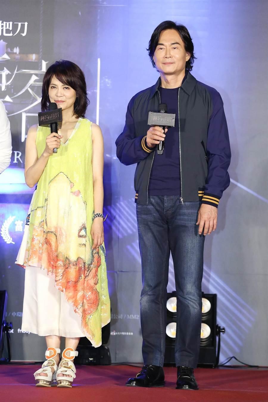 柴智屏(右)與男友崔震東是演藝圈資深金童玉女,過去常以合作夥伴身份一起公開亮相。(資料照)