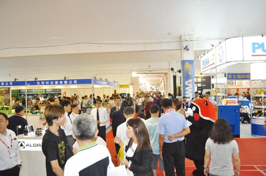 一年一度台南自動化機械暨智慧製造展,已成為南部地區自動化機械與相關產業盛事,眾多參觀人潮呈現展場的高人氣與寬廣商機。圖/郭文正