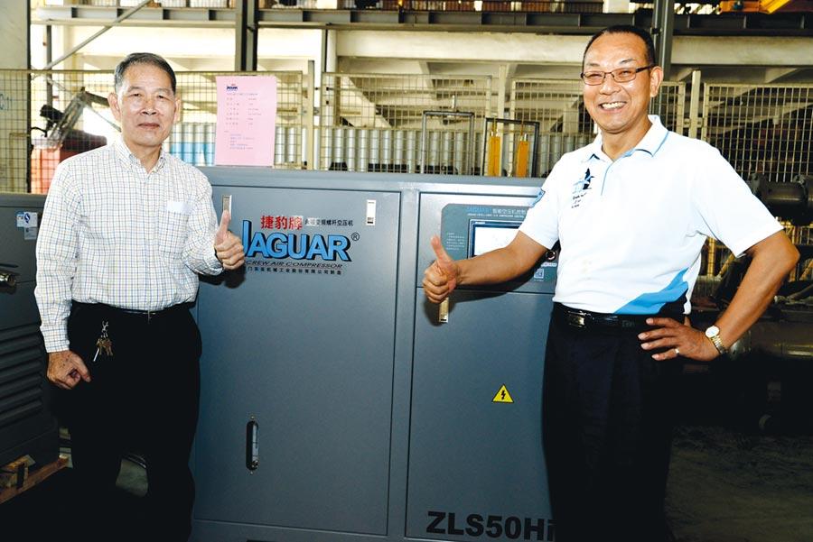 捷豹空壓機創辦人韓瑩煥(右)攜手總代理鑫邦企業董事長徐萬發(左)在台推廣捷豹空氣壓縮機,協助業者降低生產成本。圖/業者提供