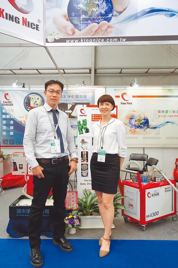 冠佳科技張總經理(左)表示,將不斷推出最新的油水淨化設備,展現愛護地球的決心。圖/黃俊榮