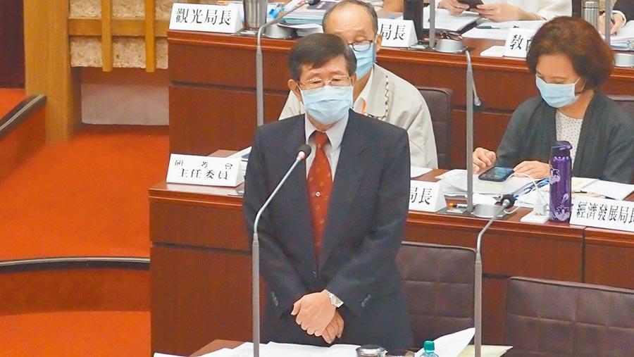 高雄巿代理巿長楊明州1日在巿議會答詢時重申,文官包括區長要行政中立,不要選邊站,也不要表態。(曹明正攝)