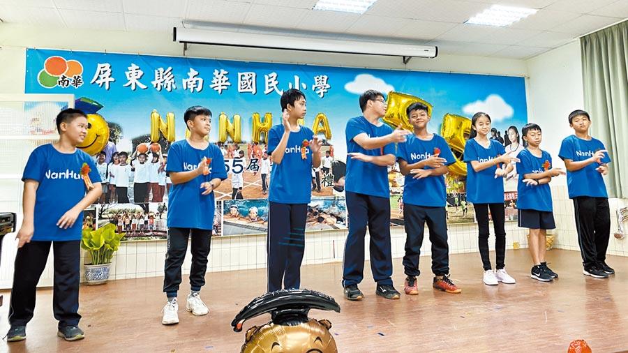 高樹鄉南華國小面臨停辦,8名畢業生成為末代畢業生。(林和生攝)