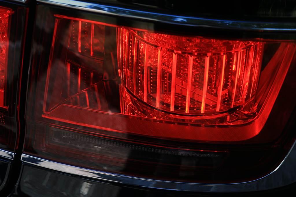 以「行燈」為發想的 LED 尾燈組,行燈是現代化電燈出現前日本的傳統照明器具,通常用於室內照明。