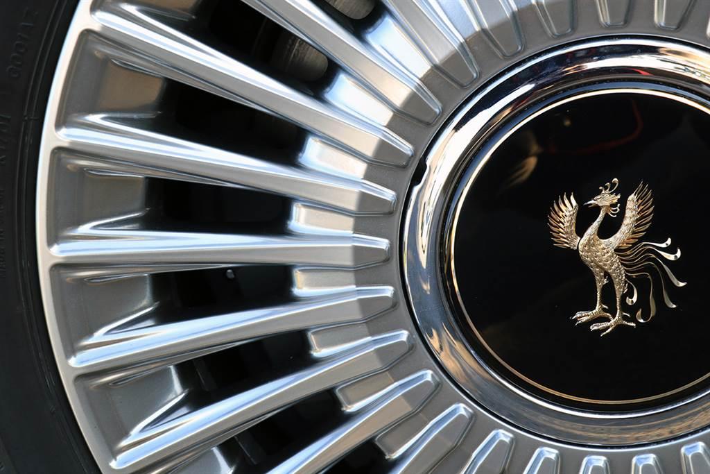 18吋輪圈也是採用「几帳面」設計手法出來的。