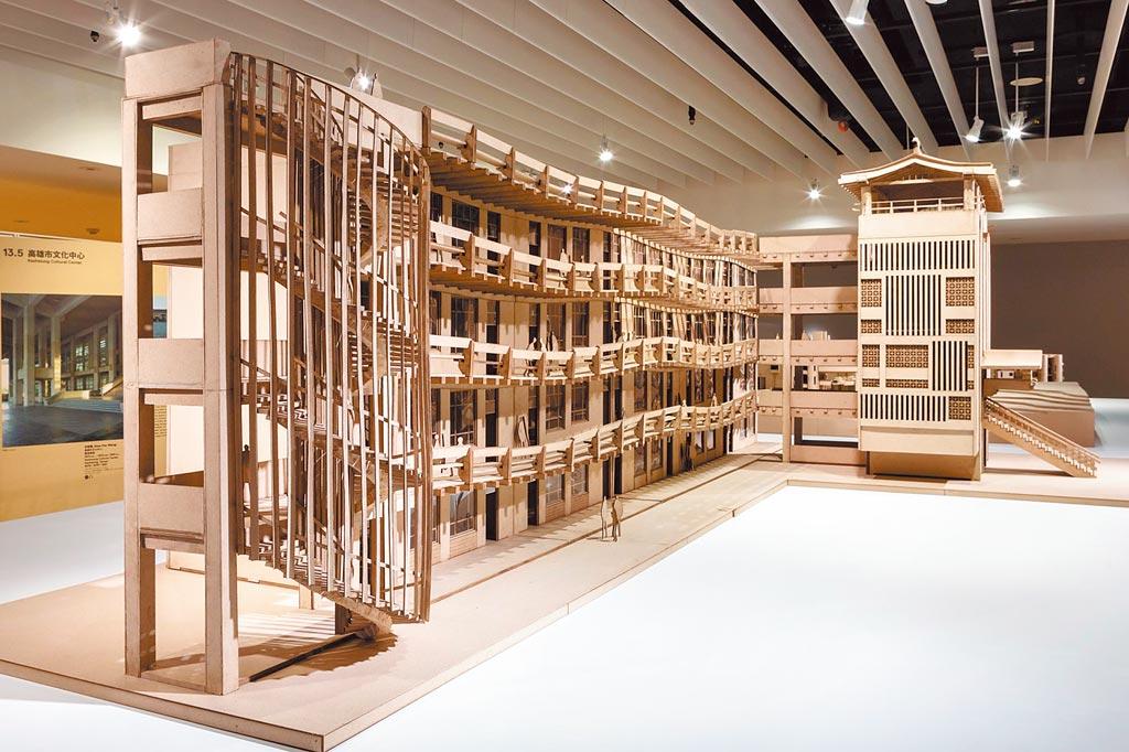 三信家商波浪大樓模型。(忠泰美術館提供)
