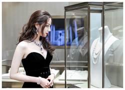 迪麗熱巴戴MIKIMOTO珍珠入浴   雪肌爆乳性感破表