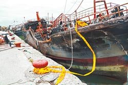 屏東火燒船清理費破百萬 船家求援