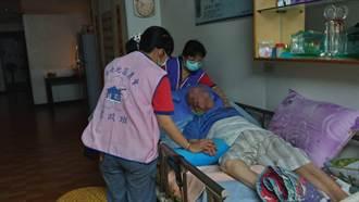 台南地區農會家政班送餐弱勢長輩 家人感動農會關懷