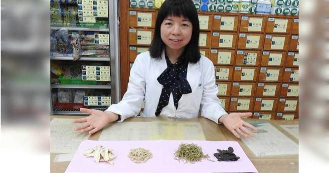 蘇惠靖醫師提供「美音潤喉茶」養生茶飲,來緩解糖尿病患口乾的症狀。(圖/台南市立醫院提供)