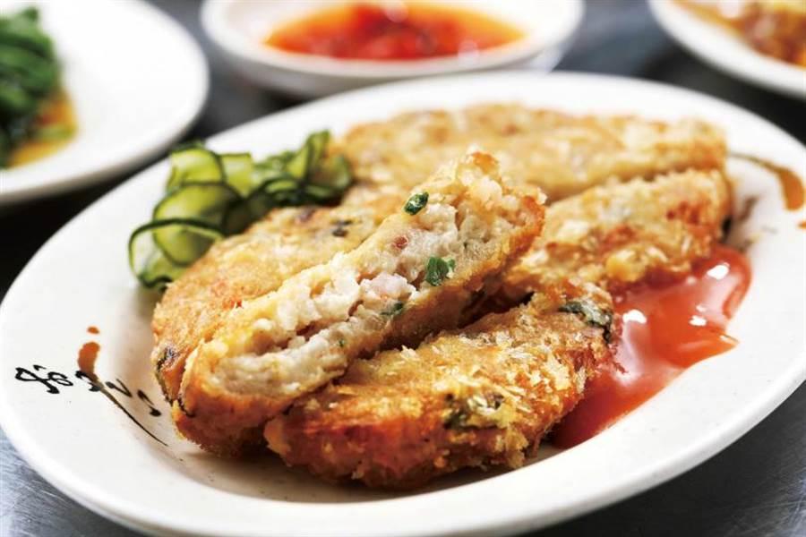 「金錢蝦餅」不同於泰式作法,而是包入豬油、荸薺、蝦仁等多樣食材。(50元/份)(圖/于魯光攝)
