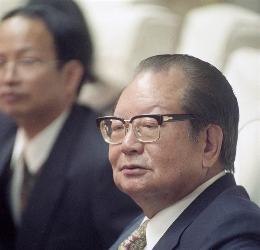 前考試院長邱創煥辭世(前者),享耆壽96歲。(本報資料照片)