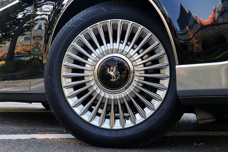 輪胎為225/55R18 98H Bridgestone REGNO GR001(Century専用設計)