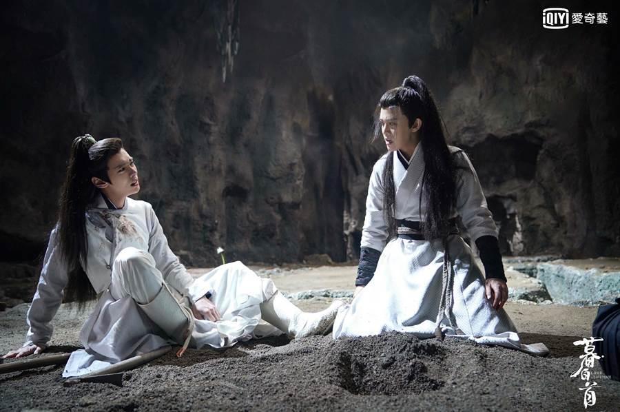 任嘉伦(右)妈妈舍命相救死去崩溃痛哭。(爱奇艺台湾站提供)