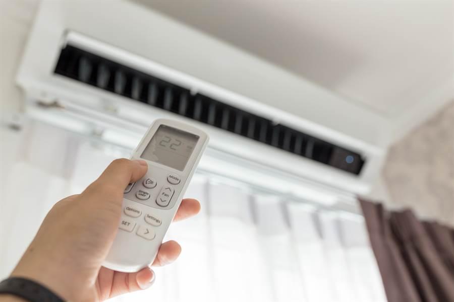 雲南一名8旬阿嬤好幾年前買了一台冷氣,但每當她開冷氣後,卻越吹越熱(示意圖/達志影像)