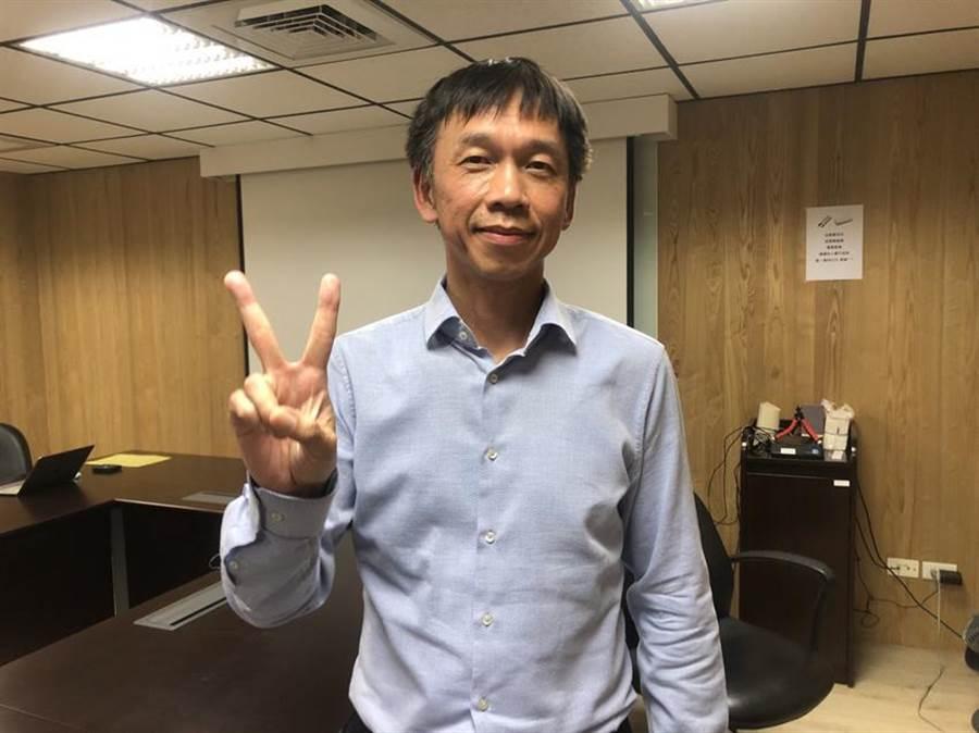 國泰投信董事長張錫認為2021年台股必創新高,不必預設高點。圖/魏喬怡攝