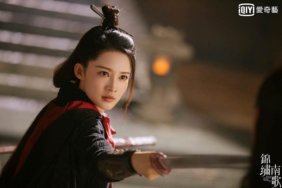 李沁首次挑戰演出江湖俠客角色。(愛奇藝台灣站提供)