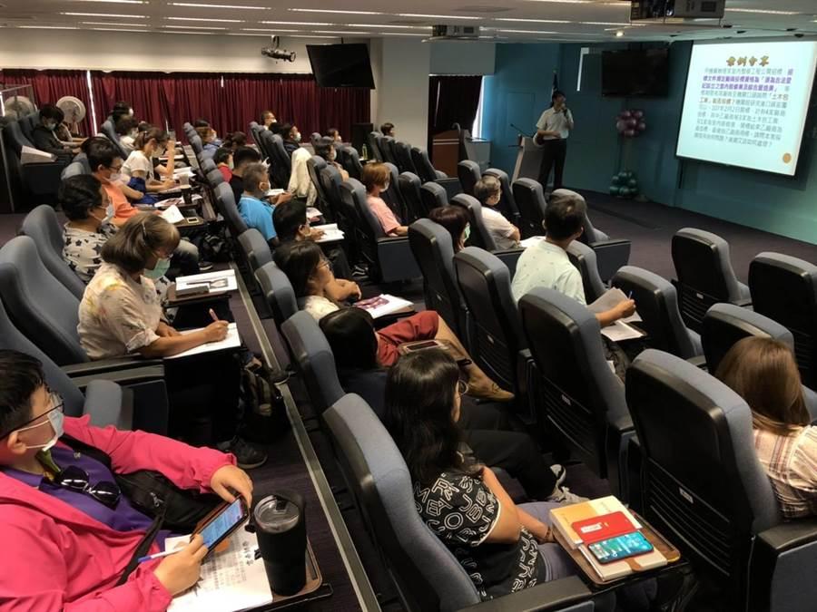 台中市新聞局會同區公所共同辦理「2020採購人員培力專案宣導活動」。(盧金足攝)