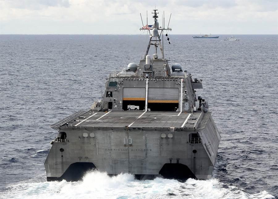 美國海軍「吉福茲」號瀕海戰鬥艦可能涉及追蹤中國科考船,中國海軍054A護衛艦出動護航。(圖/美軍網站)