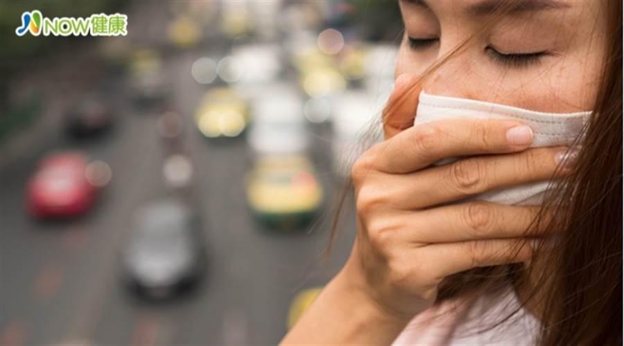 過敏感冒跟新冠肺炎差在哪?醫師曝關鍵差異 (圖/ingimage)