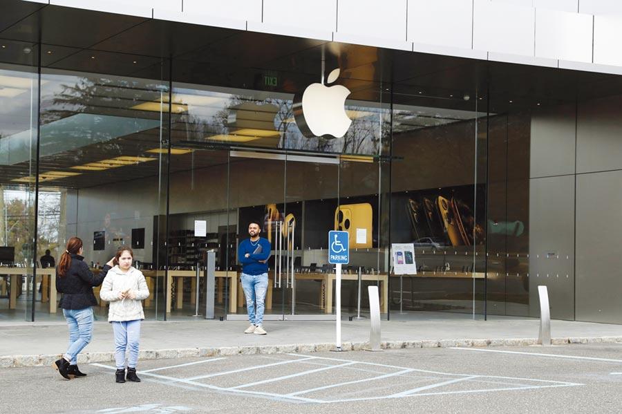 受到肺炎疫情影響,蘋果周四前將再關30家分店,使得美國商店再度關門的總數達到77家。圖/路透