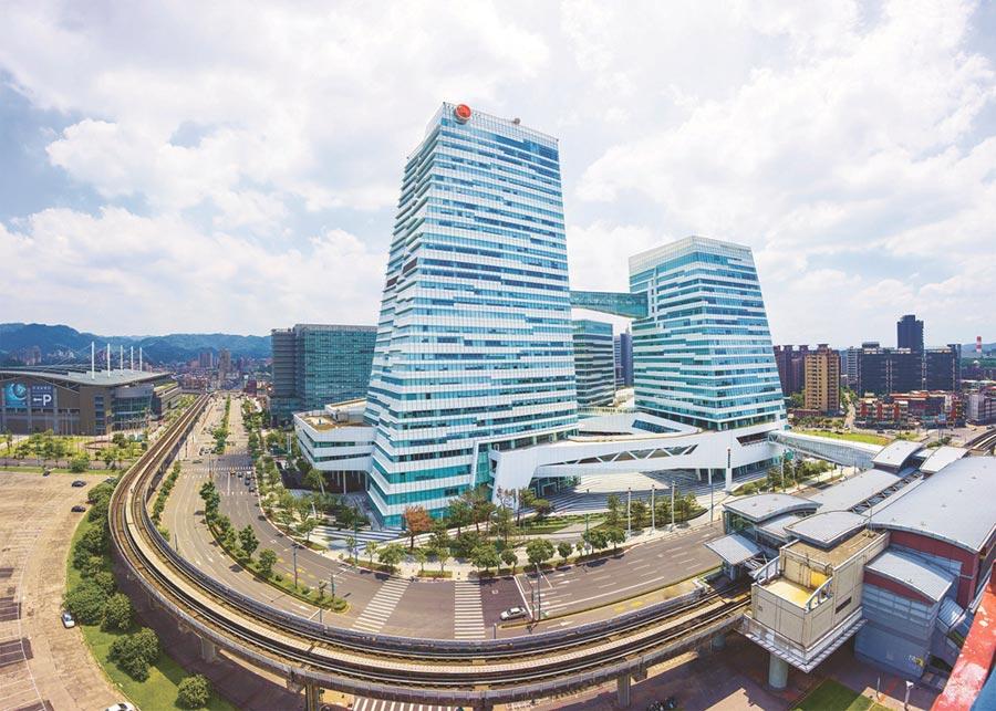 中國信託金控榮獲聯合國工業發展組織頒發「2020年全球能源管理領導力獎」之「能源管理卓越獎」,是台灣、也是全球第一家獲獎的金融機構。圖/中國信託金控提供