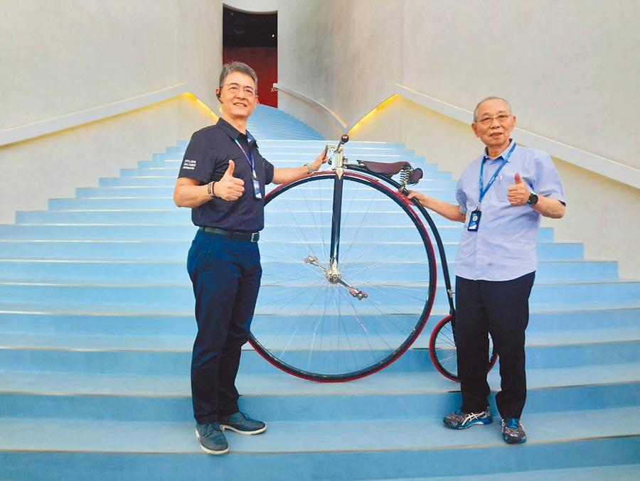巨大集團創辦人劉金標(右)2日為「自行車文化探索館」揭幕啟用,每年可望吸引十萬參觀人次。圖/曾麗芳