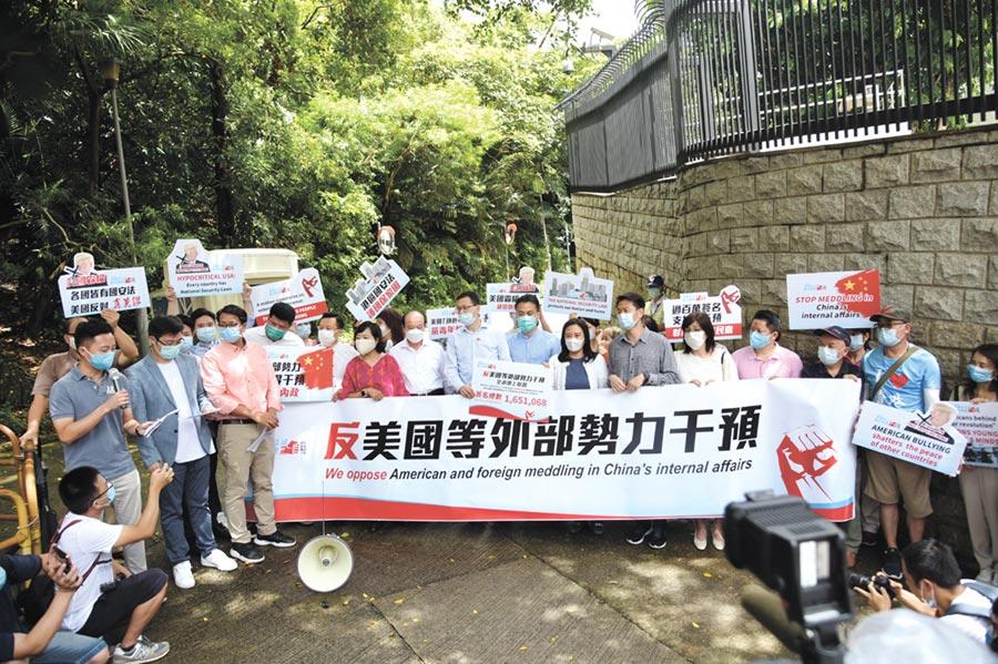 《香港國安法》通過實施,有人說這是香港的「二次回歸」,台灣應將兩岸三地視為一個群體,尋思如何共榮,而非自己跳入中美對抗漩渦,壁壘分明地選邊站。(中新社)